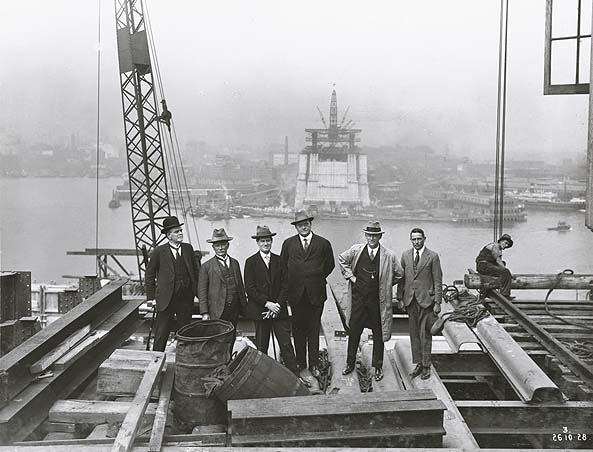 Inspecting_the_construction_of_the_Sydney_Harbour_Bridge_(3082922669)